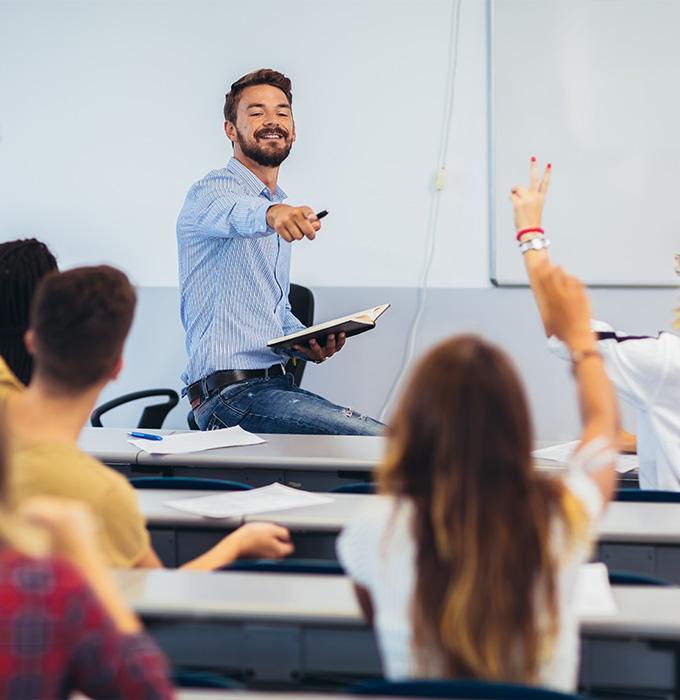 Aula con profesor y alumnado