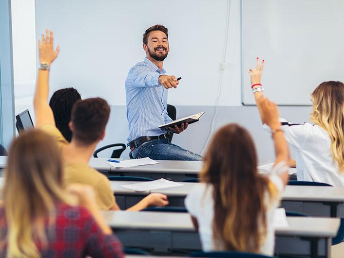 Alumnos en el aula de una entidad formativa